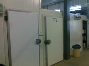 Dodávka nových chladících a mrazících boxů do plzeňské zoo
