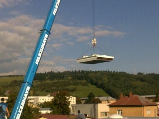 Montáž kondenzátorů na střechu samoobsluhy na Slovensku